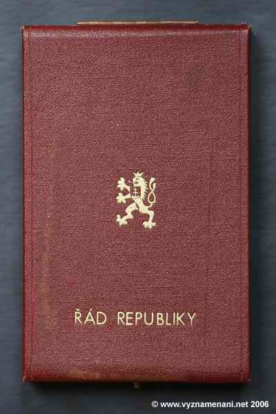 Řád republiky do r. 1960 etue